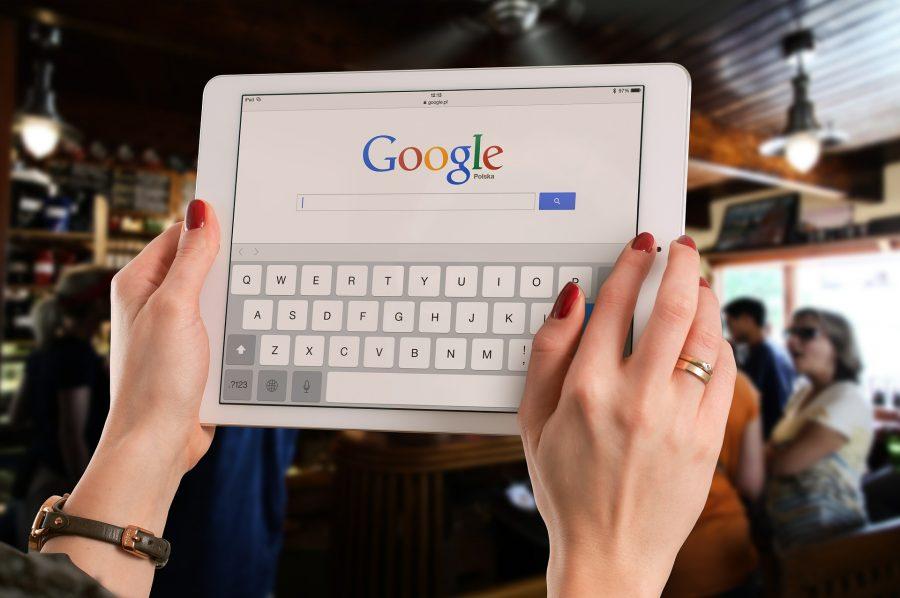 La directive Copyright vise les géants du web comme Google ou Apple | Crédit photo : Pixabay