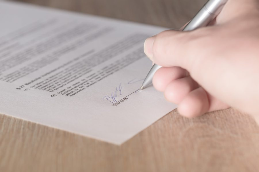 un avocat peut rédiger différents actes (source photo : Pixabay)